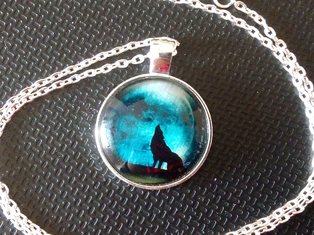 [Shopping] Hot Fashion Wolves Moon Pendant Necklace Women's Jewelry