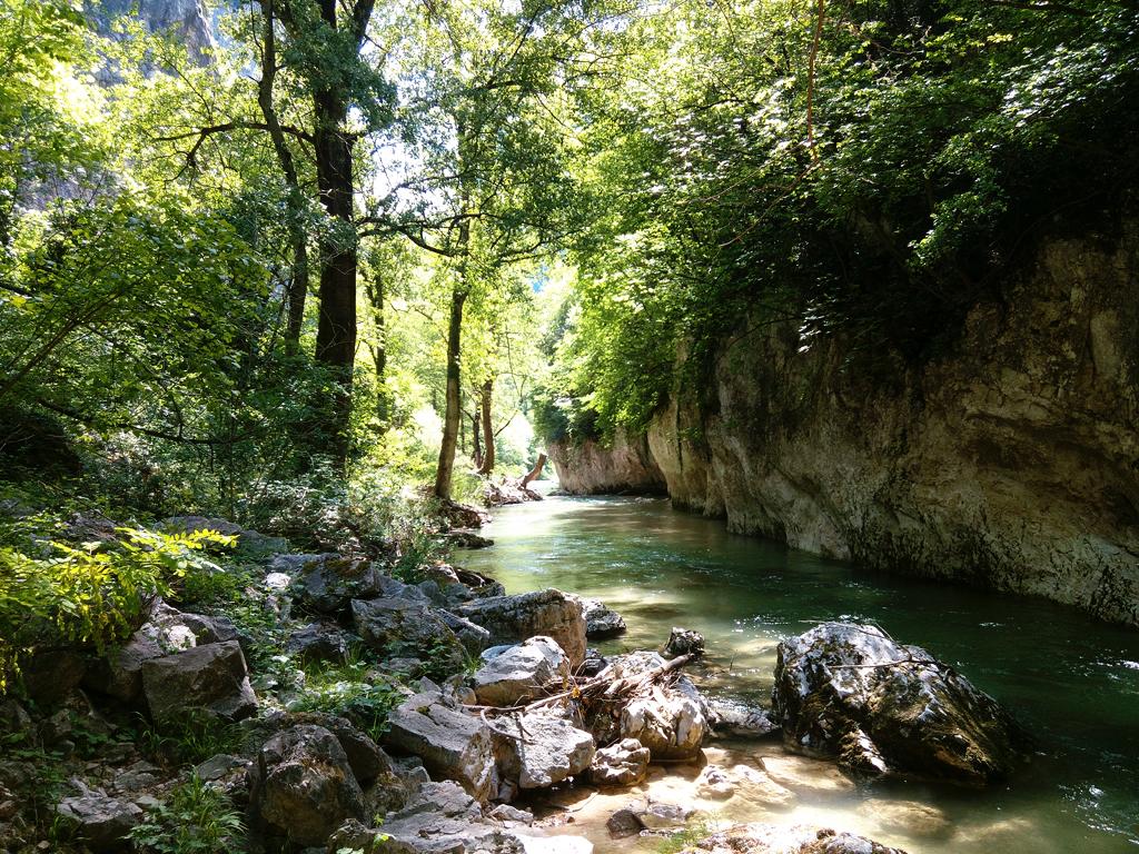 [In giro] Parco Naturale Regionale Gola della Rossa e di Frasassi: lungo il Sentino e al Tempio del Valadier