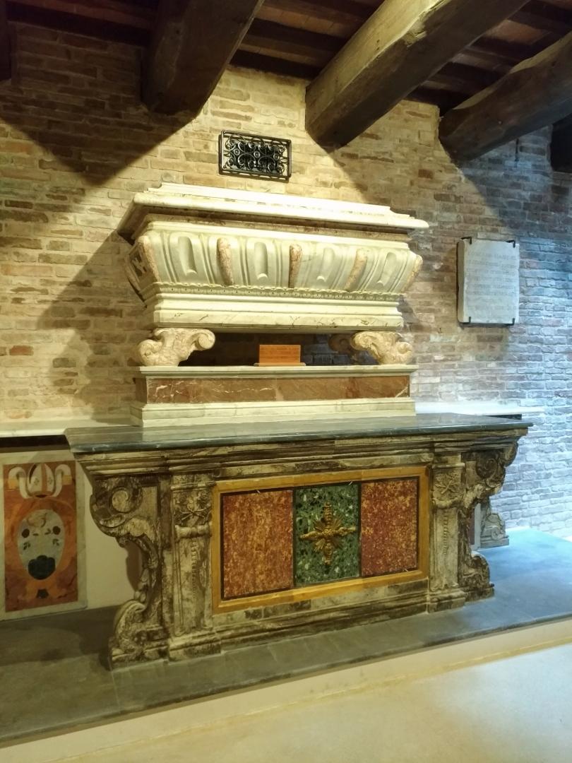Eremo di San Silvestro in Montefano (Fabriano) - Marmo in cui era custodita la bara del Santo