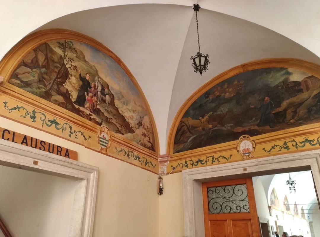Eremo di San Silvestro in Montefano (Fabriano) - Chiostro Maggiore; nelle lunette la storia di San Silvestro