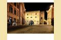 [Foto] Fabriano - Vista notturna su Piazza del Comune